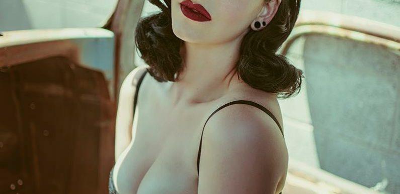 Hot Retro Pin-up Babe